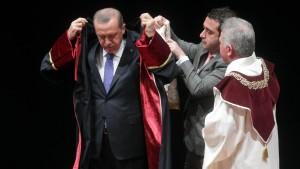 Erdogan im Geschenke-Regen