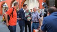 Prominenter Wahlkampfhelfer für Michael Brand (l.): Der CDU-Politiker Jens Spahn wirbt um Wähler in Fulda.