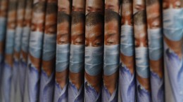 "Hongkonger kaufen ""Apple Daily"" aus Protest"