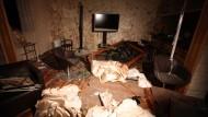 Kommandozentrale oder Wohnzimmer? In diesem Haus in Tripolis kam nach libyschen Angaben Saif al Arab Gaddafi bei einem Nato-Angriff ums Leben.