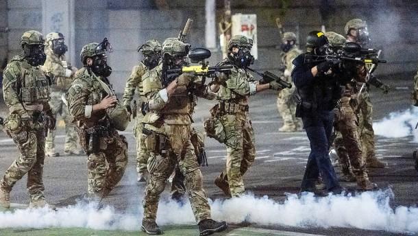 Trump droht mit Einsatz von Sicherheitskräften in weiteren Metropolen