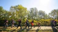 Flüchtlinge nahe der kroatisch-slowenischen Grenze am Samstag auf ihrem Weg nach Norden