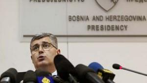 Ashdown entläßt einen der bosnischen Präsidenten
