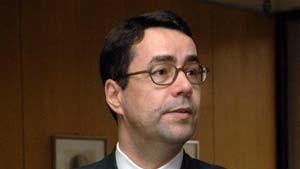 Hunzinger ruft Ausschußvorsitzenden zur Ordnung