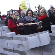 Sie will Nordirland von Großbritannien lösen: Die Sinn-Fein-Politikerin Martina Anderson (Mitte) in der Nähe der nordirischen Stadt Newry