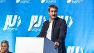 Ungemütlich: Auf der Landesversammlung der Jungen Union Bayern musst sich Söder Kritik anhören.