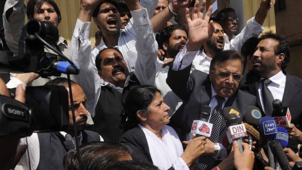 Musharraf flieht aus Gerichtsverhandlung