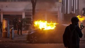 Gewalt überschattet Demonstration gegen Sicherheitsgesetz