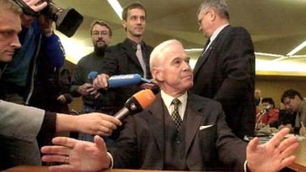 Kanther wird wegen CDU-Affäre angeklagt