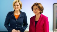 Damenwahl in Mainz: Die CDU-Spitzenkandidatin Julia Klöckner und die rheinland-pfälzische Ministerpräsidentin Malu Dreyer (SPD) vor dem Fernseh-Duell am 1. März.