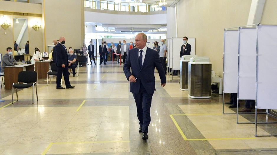 Wladimir Putin bei der Stimmabgabe am Mittwoch in Moskau