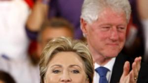 Clinton bleibt im Rennen