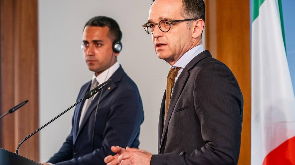 Lasst uns wieder Freunde sein: Außenminister Heiko Maas (re.) neben seinem italienischem Amtskollegen Luigi Di Maio nach einem gemeinsamen Gespräch in Berlin.