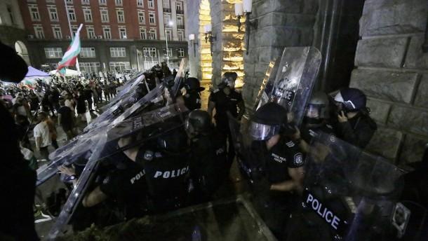 Bulgarische Polizei räumt Zeltblockaden von Demonstranten