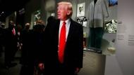Bei einem Besuch des Nationalen Museums für Afrikanisch-Amerikanische Geschichte in Washington äußert sich Trump nach Wochen des Schweigens über den Antisemitismus in Amerika.