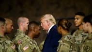 Präsident Trump nach seiner Rede am 13. August in Fort Drum im Bundesstaat New York