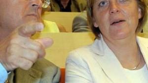 Merkel droht mit Ausschuß, Eichel mit Klage