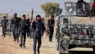 Irakische Streitkräfte der Anti-Terror-Koalition bei einem Angriff auf IS-Stellungen im Süden Mossuls
