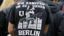 """Teilnehmer der Kölner Demo  """"Hooligans gegen Salafisten"""""""