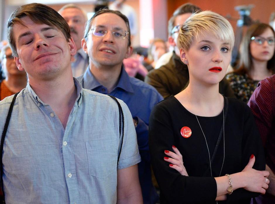 Schlagartig ernüchtert: Junge Schulz-Fans in Saarbrücken nach der ersten Hochrechnung für die SPD.
