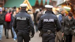 Bedrohten Polizisten Anwältin?