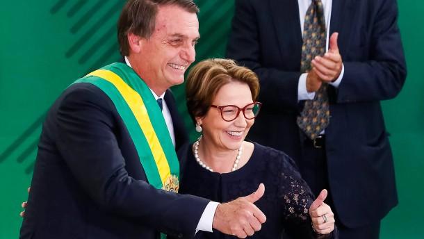 Bolsonaro erklärt Agrarlobbyistin für Schutzgebiete zuständig