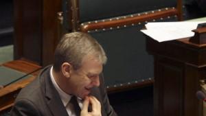 Regierung Leterme bietet Rücktritt an