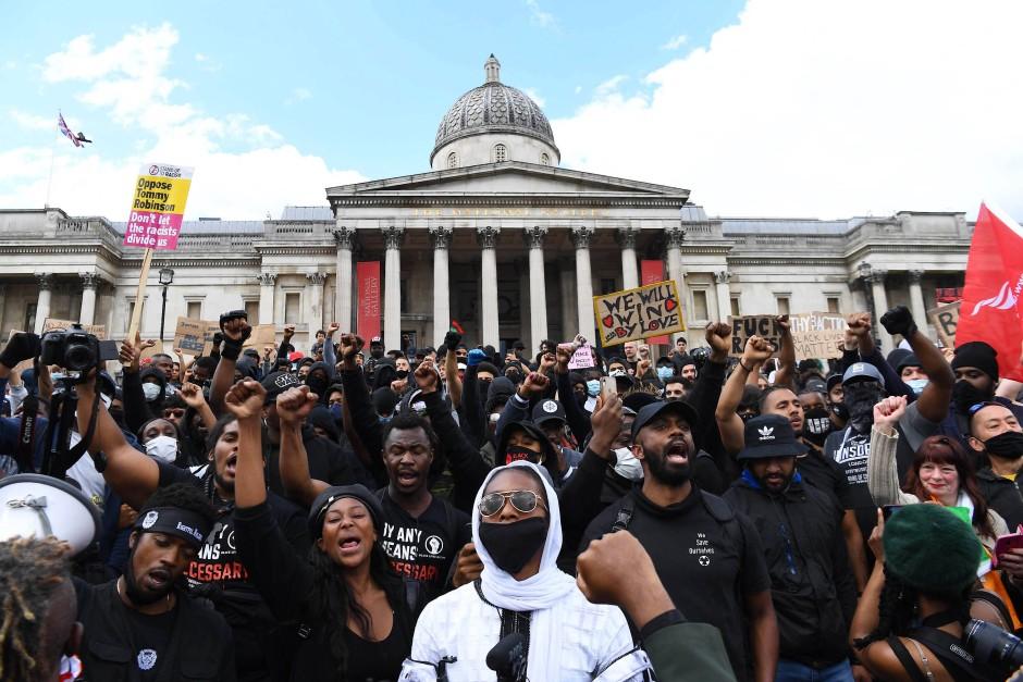 Angespannte Stimmung: Demonstration gegen Rassismus auf dem Londoner Trafalgar Square