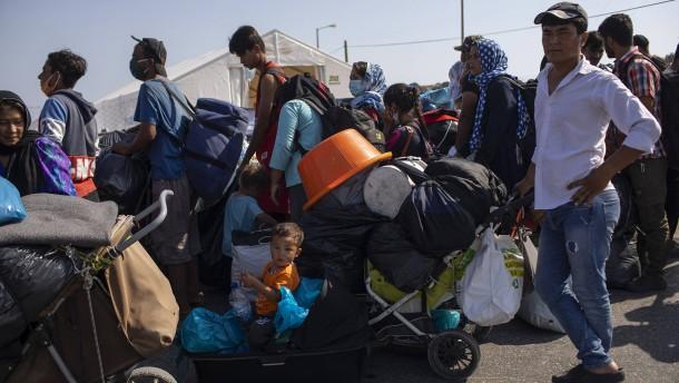 5000 Migranten beziehen Zeltlager