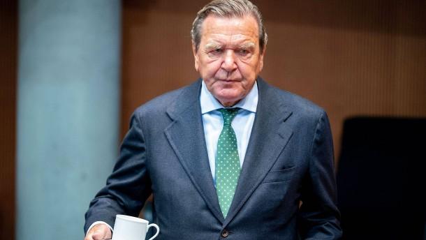 Mehrheit der Deutschen hält Schröders Gazprom-Posten für untragbar