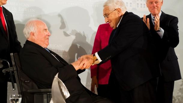 Kissinger-Preis für Helmut Kohl