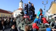 Militärmarsch der Amerikaner entzweit Tschechen
