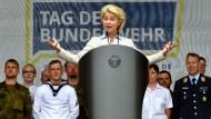 Verteidigungsministerin Ursula von der Leyen spricht am 11. Juni in der Wettiner Kaserne in Frankenberg