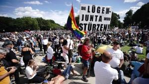 Ein Drittel der Deutschen glaubt an geheime Mächte