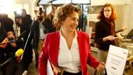 In Bewegung: FDP-Generalsekretärin Nicola Beer am 20. November auf dem Weg zur Präsidiumssitzung ihrer Partei nach dem Abbruch der Jamaika-Gespräche in Berlin.