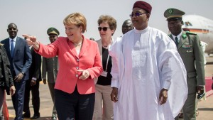 Merkel sagt Niger Millionenhilfe zu