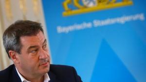 Harter Kurs in Flüchtlingspolitik zahlt sich für CSU nicht aus