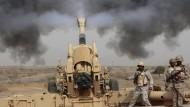 Deutsche Hilfe für saudi-arabische Artillerie? Soldaten des Königsreichs lösen 2015 den Schuss einer Haubitze in Jazan an der Grenze zum Jemen aus.