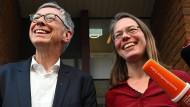 Lachende Wahlverlierer: Sascha Karolin Aulepp, Landesvorsitzende der SPD, und Carsten Sieling (SPD), Bürgermeister in Bremen.