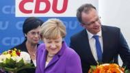 Blumen für die Spitzenkandidaten: Thüringens Ministerpräsidentin Lieberknecht, Kanzlerin Merkel, Brandenburgs Spitzenkandiat Schierack