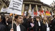 Unzufrieden mit der Politik: Richter und Staatsanwälte demonstrieren 2011 vor dem Justizpalast in Paris.