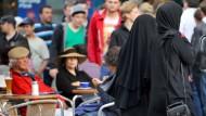 Bosbach fordert Prüfung eines Burkaverbots