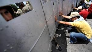 Zwei Tote bei Protesten gegen Putschpräsidenten