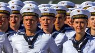 Rekruten werden am 22.08.2015 an der Marinetechnikschule in Parow bei Stralsund (Mecklenburg-Vorpommern) feierlich vereidigt.