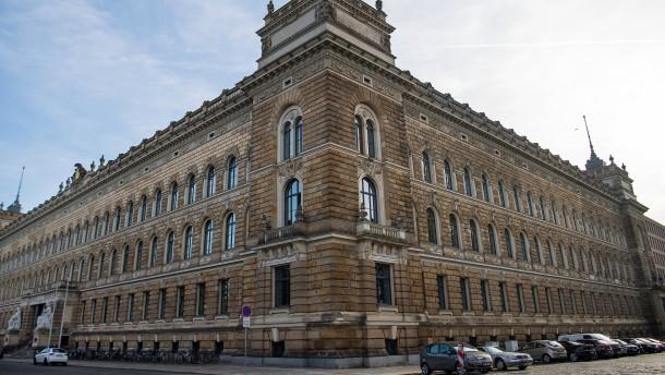 Angeklagte schweigen bei Prozessauftakt in Dresden