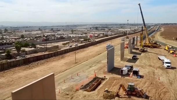 Amerikanische Regierung richtet Mauer-Casting aus