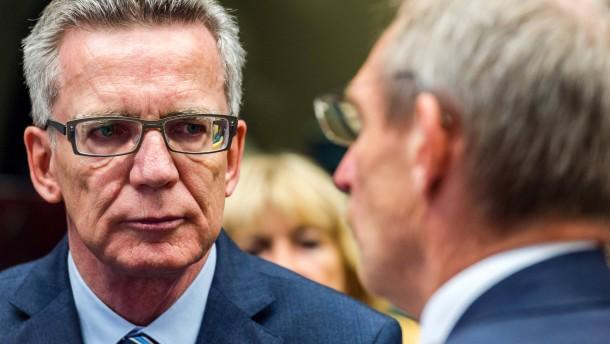 Rückschlag für de Maizière: EU-Kommission lehnt Transitzonen an deutscher Grenze ab