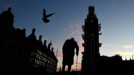 Quo vadis Großbritannien? Eine Statue des ehemaligen Premierministers Churchill in London in der Dämmerung am Montag