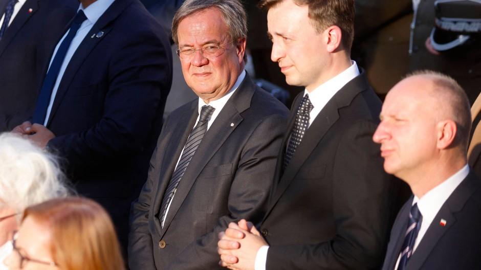 Gedenken an den Auftstand: CDU-Kanzlerkandidat Armin Laschet und CDU-Generalsekretär Paul Ziemiak (rechts) am Samstag in Warschau