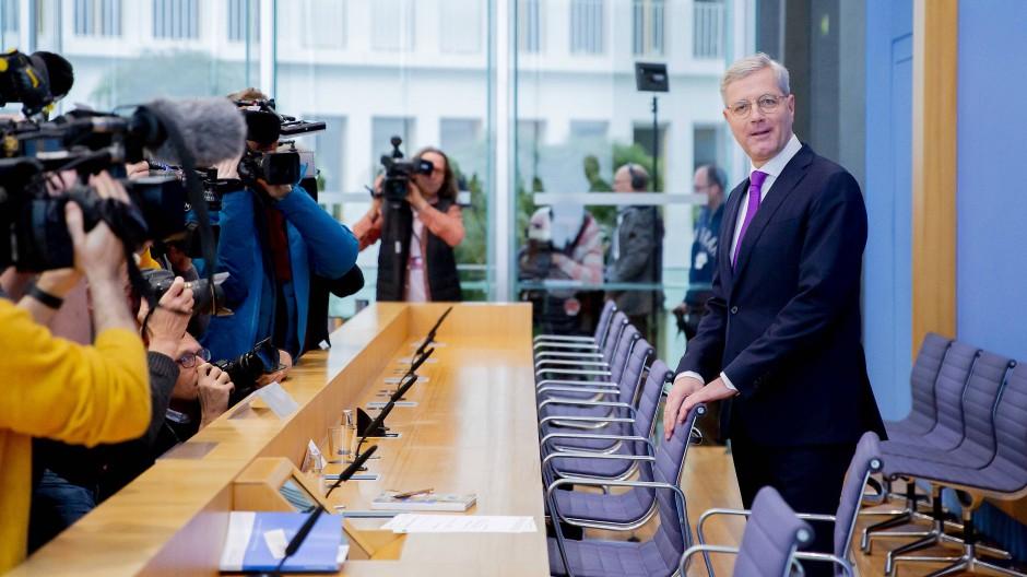 Erster! Norbert Röttgen (CDU), Vorsitzender des Auswärtigen Ausschusses des Bundestags, kandidiert für den CDU-Parteivorsitz.